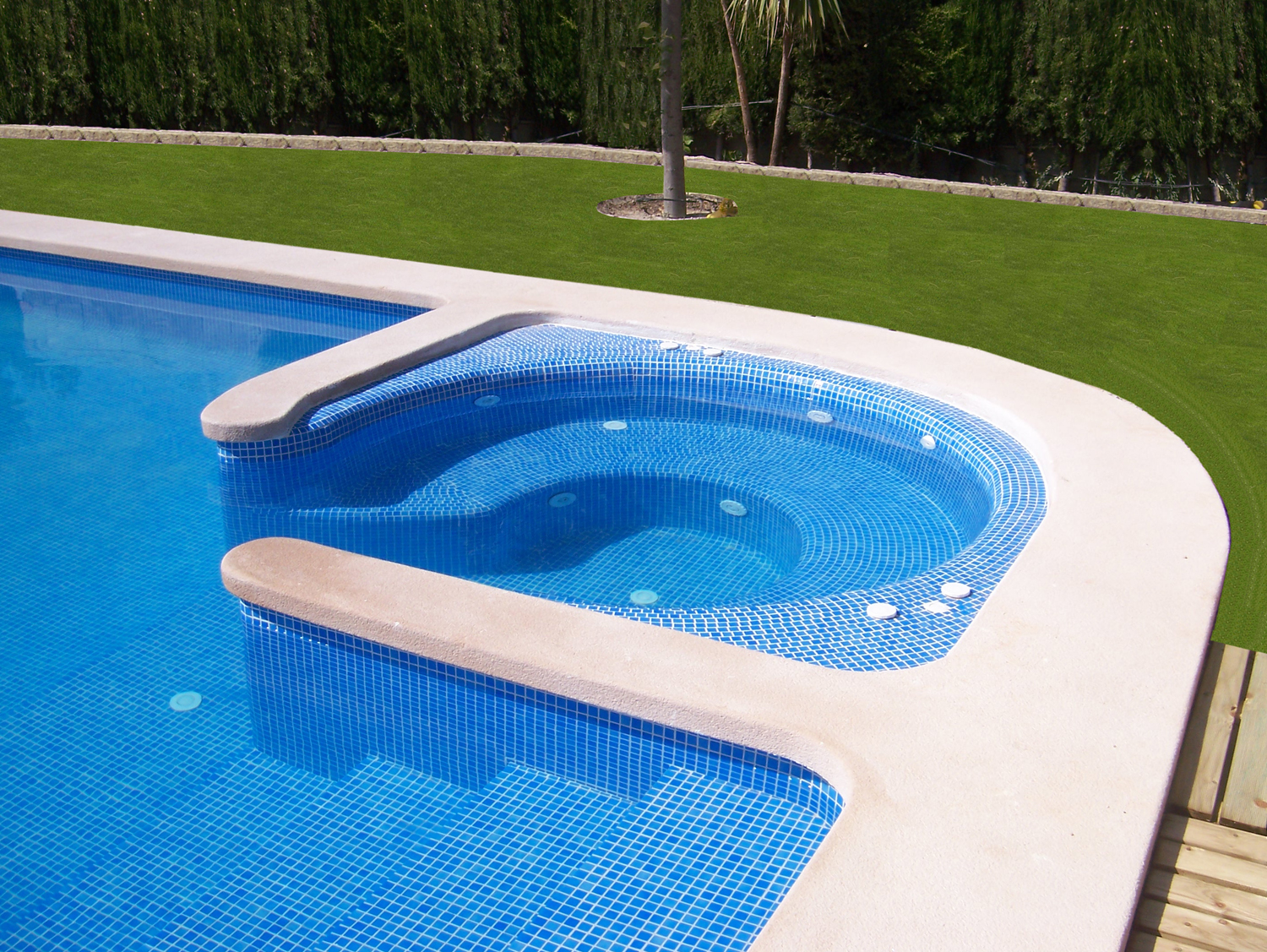 Disaher edificaci n bordes para coronaci n de piscinas for Bordes de piscina